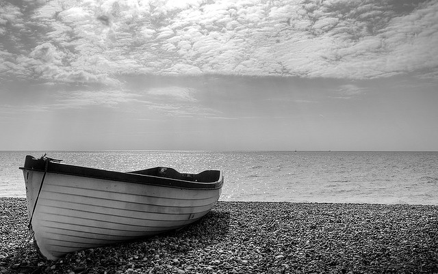 ... Black and white boat - Beautiful Black And White Landscapes - Daddu